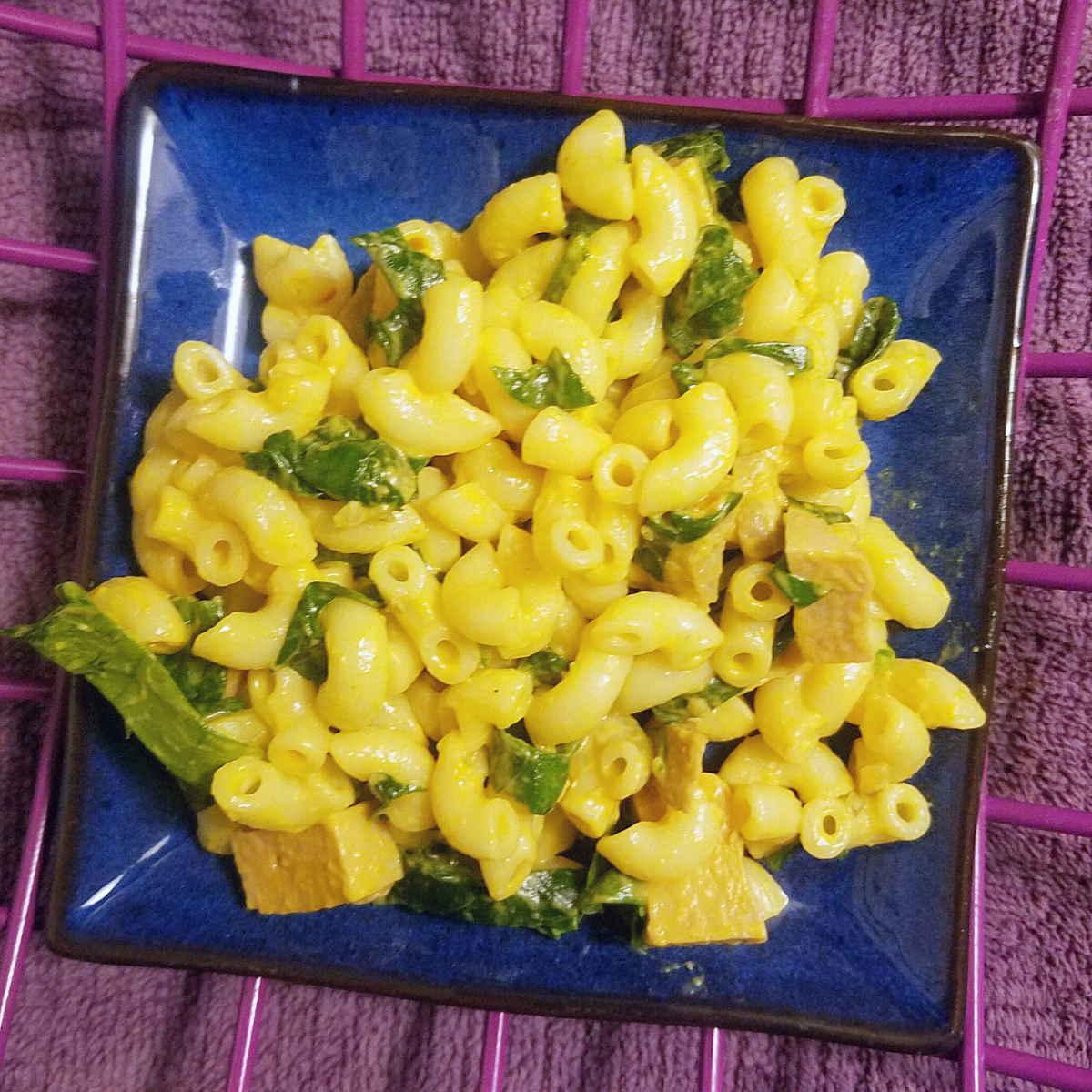 Creamy spinach and turmeric pasta salad: vegan & gluten-free